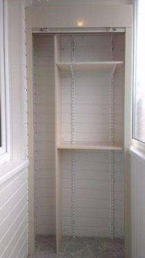 Шкаф из рольставен на балкон